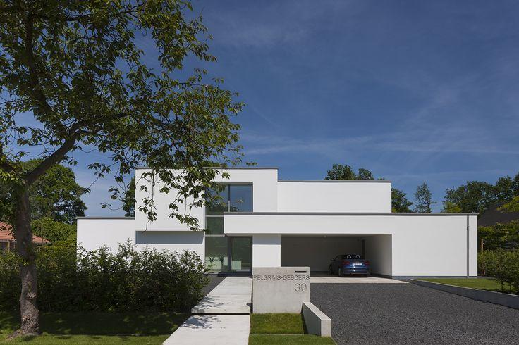 Fotograferen van een moderne witte woning te Zoersel van architecte Anja Vissers. © foto's Liesbet Goetschalckx