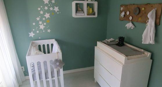 babykamer groen wit met sterren