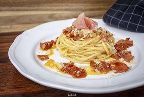 Unser Liebesbrief an Parma - Pikante, getrocknete Tomaten treffen auf würzigen Parmaschinken. Nehmt durch Bronze gepresste Linguine, deren rauhe Oberfläche die Sauce aufnehmen und geniesst den Teller mit einer ordentlichen Prise Pfeffer. Dazu ein vollmundiger, italienischer Rotwein und euer Abendessen ist ein romantisches Dinner.