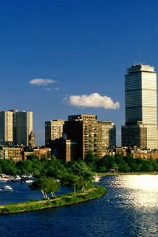 This travel guide highlights the main tourist attractions in Boston and how to avoid, but enjoy them. Don't come to Boston thinking you need to check these places off your list for a good trip! @Buggl #travelguide #travel #touristtraps #local #bestofboston #teaparty