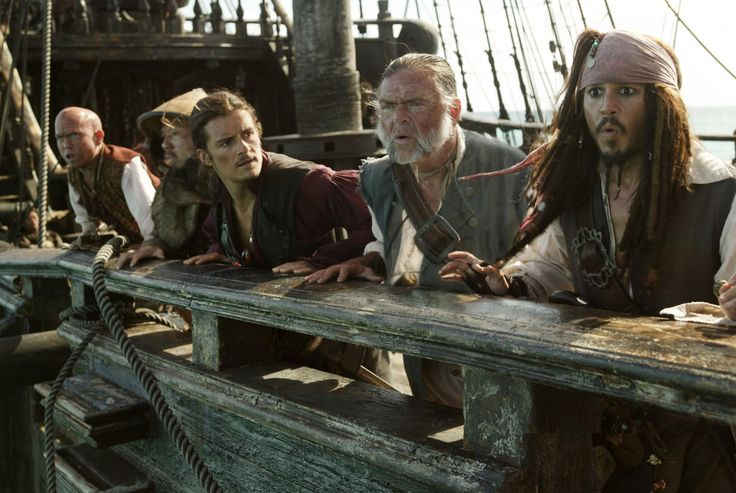 Still of Johnny Depp, Orlando Bloom, Martin Klebba and Kevin McNally in Pirates of the Caribbean: At World's End (2007) http://www.movpins.com/dHQwNDQ5MDg4/pirates-of-the-caribbean:-at-world/still-1944554752