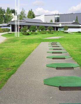 Salo Golf, kenttä keskellä kaupunkia - 4km Hotel Fjalarista. Kysy edukkaita pelipakettejamme.
