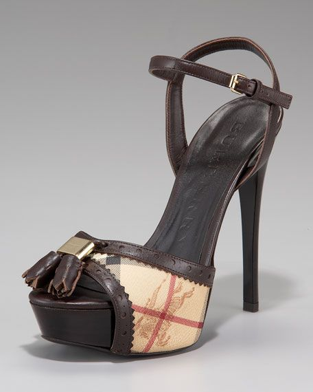 Stunning Women Shoes, Shoes Addict, Beautiful High Heels    Burberry  Brogue