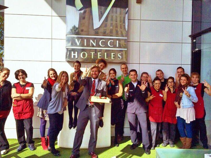 El equipo de Vincci Málaga4* celebra su 6º Aniversario compartiendo con todos vosotros esta estupenda tarta. Han sido 6 años de maravillosos momentos, de muchas emociones…Pero sobre todo de alegría ¡mucha alegría! ¡Felicítales, hoy es su día! : http://tgbe.ws/hvz5wk
