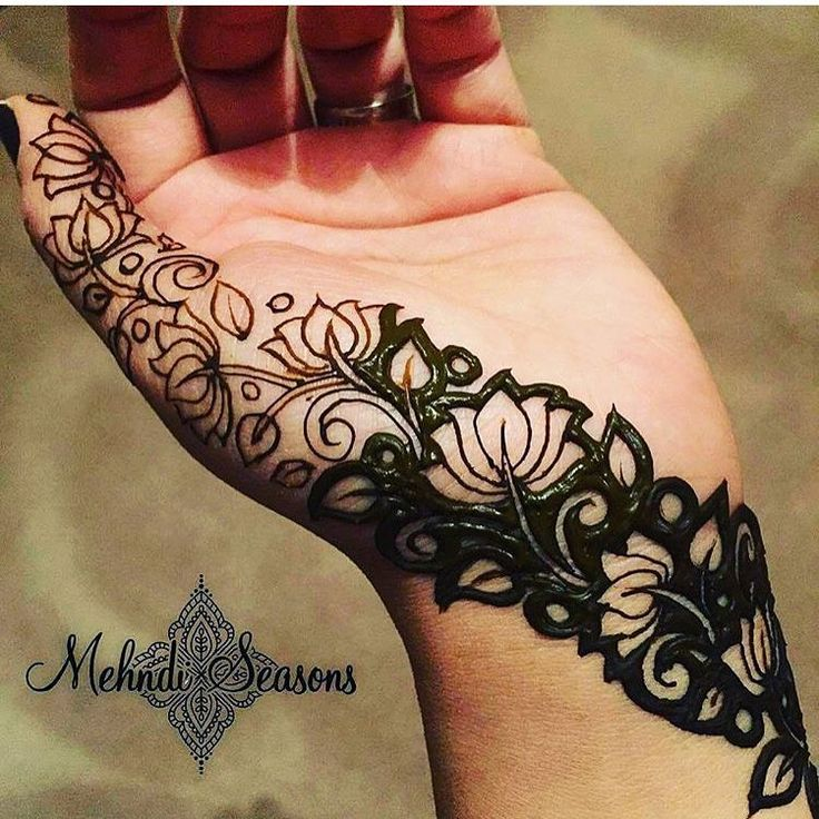 Bold henna patterns @mehndi_seasons