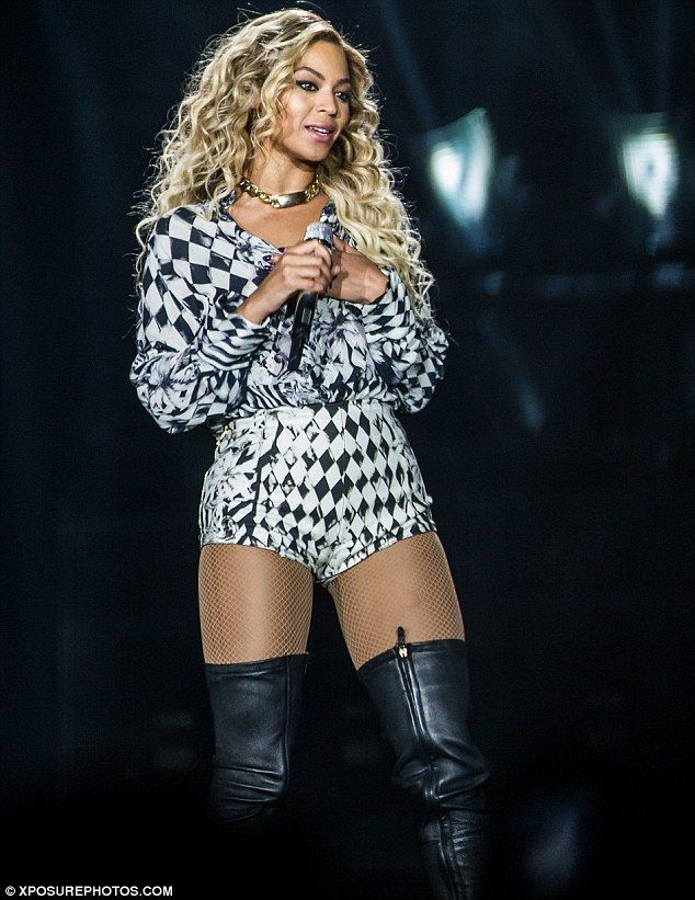 Harlequin look: Beyonce changed into a black-and-white ...