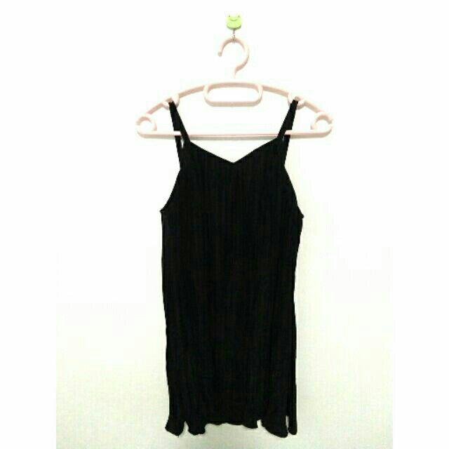 ลองเข้ามาดูสินค้า เดรสสั้น สายเดี่ยว สีดำ ขายในราคา ฿100 ซื้อได้ในแอพ Shopee ตอนนี้เลย! http://shopee.co.th/spimapae/165845283  #ShopeeTH