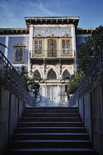 Sursock Street, Beirut . L une des rares maisons restantes du fameux quartier #Sursock a #Beyrouth . Occupee par la famille Feghali . #architectureLibanaise . Maison aux trois baies vitrees et a toiture en tuiles .