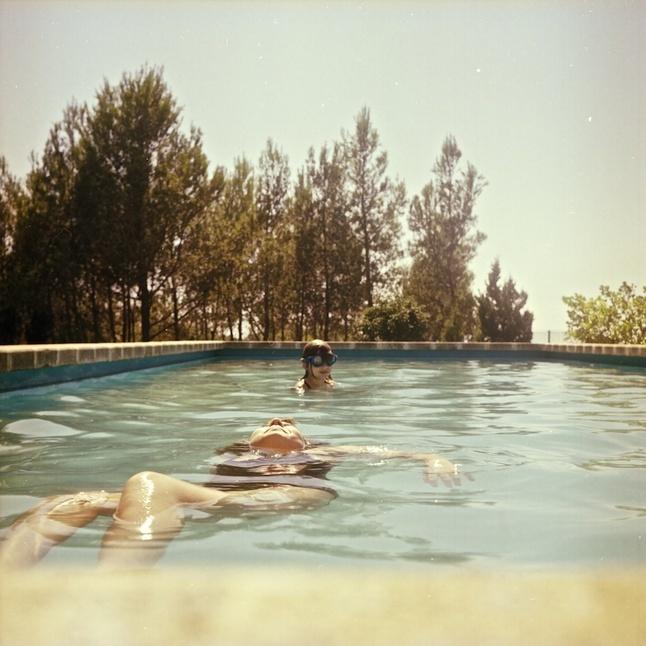 …in the pool   lamosquita.net