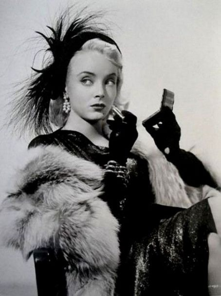 Carolyn Jones, 1930-1983 — famous for playing Morticia, but a good movie actor before that