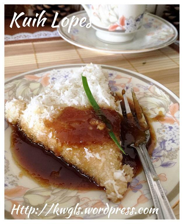Kuih Lopes or Kue Lupis (三角椰丝糯米糕) #guaishushu #kenneth_goh #kueh_lopes #Kue_lupis