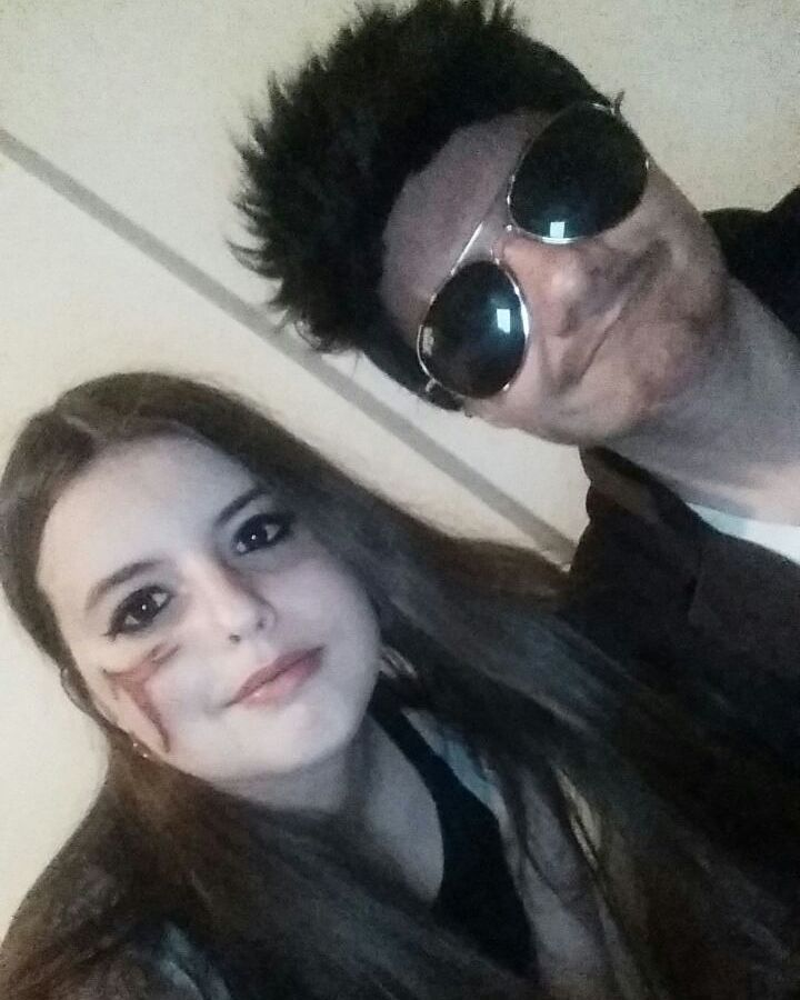 Tony loves to take pictures with cora. Tags: #marvelcosplay #marvel #marveluniverse #tonystark #tonystarkcosplay #robertdowneyjr #robertdowneyjrcosplay #ironmancosplay #ironman #sunglasses #cosplay #germancosplay