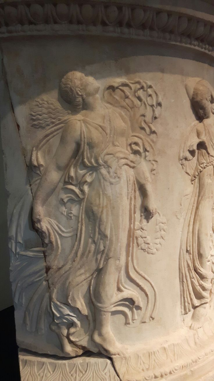 Menadi di officina greca del I sec a.C da prototipo di Kallimachos.  V sec. a.C.  Museo Naz. Romano