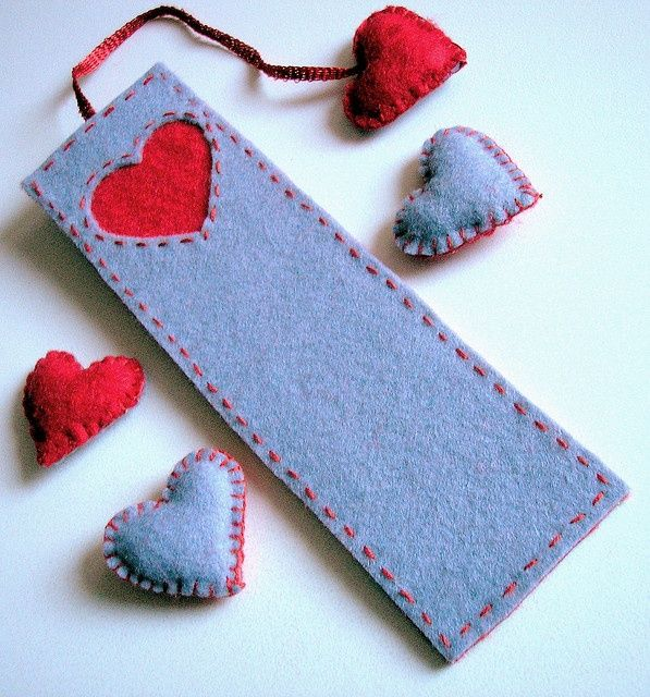 felt bookmark heart: