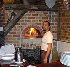 Vesuvio Wood Fired Oven – GR 120×160  Il Casale Pizzeria Trattoria – Balmain, NSW  The owners of this quaint trattoria have gone for a rustic look to complement their interior and style of traditional, rustic Italian cooking.