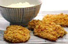 Receitinha: frango crocante e saudável para crianças. Em vez de frito, o frango é assado. O empanado é feito com cereais matinais (aveia ou flocos de milho). É muito mais saudável e as crianças adoram!