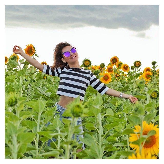 No girl can drive away from the field of #sunflowers  Приехала я в Одессу из Киева... А у нас проливной дождь целый день! Вот те на! #ЮгаФигня ... Но зато ни одно поле с подсолнухами, что нам встретилось по пути, не осталось без моего внимания! #подсолнухи #loveit #summertime #summer #galantgirl #gentleMonster