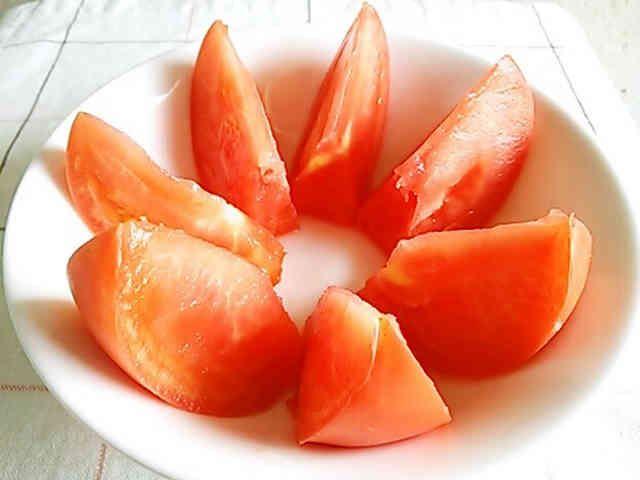 種が出ない裏技♪トマトのきれいな切り方の画像