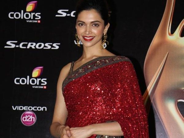 She wore this amazing saree from Sabyasachi in oxblood hues. The whole body of the saree had sequined embellishments and it looked all glittery nice