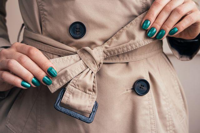 コートを羽織ることが増える季節になりましたね。コートのベルトの結び方に気を遣っていますか?一工夫するだけでこなれ感がアップする!そんなベルトの結び方を特集します。