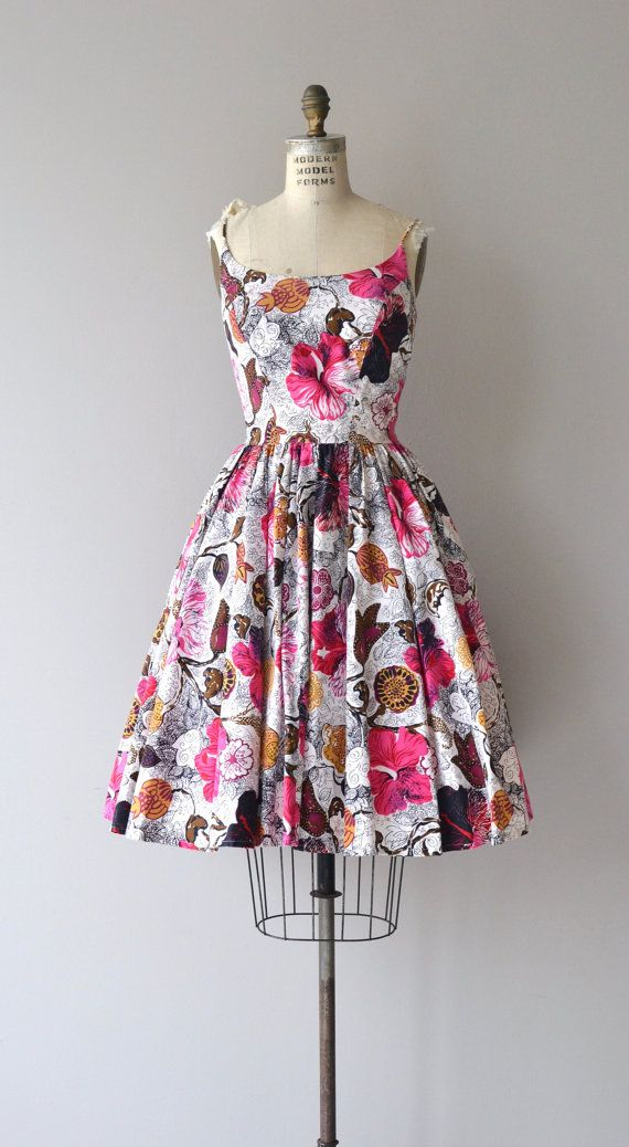 Vintage 1950s Kamehameha cotton sundress with insanely beautiful illustrative floral print, skinny shoulder straps, fitted waist, full skirt and metal