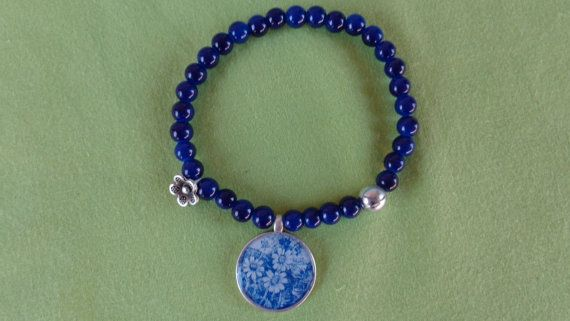 Blue daisies bracelet. A stretch bracelet with by ArtisticBreaths....