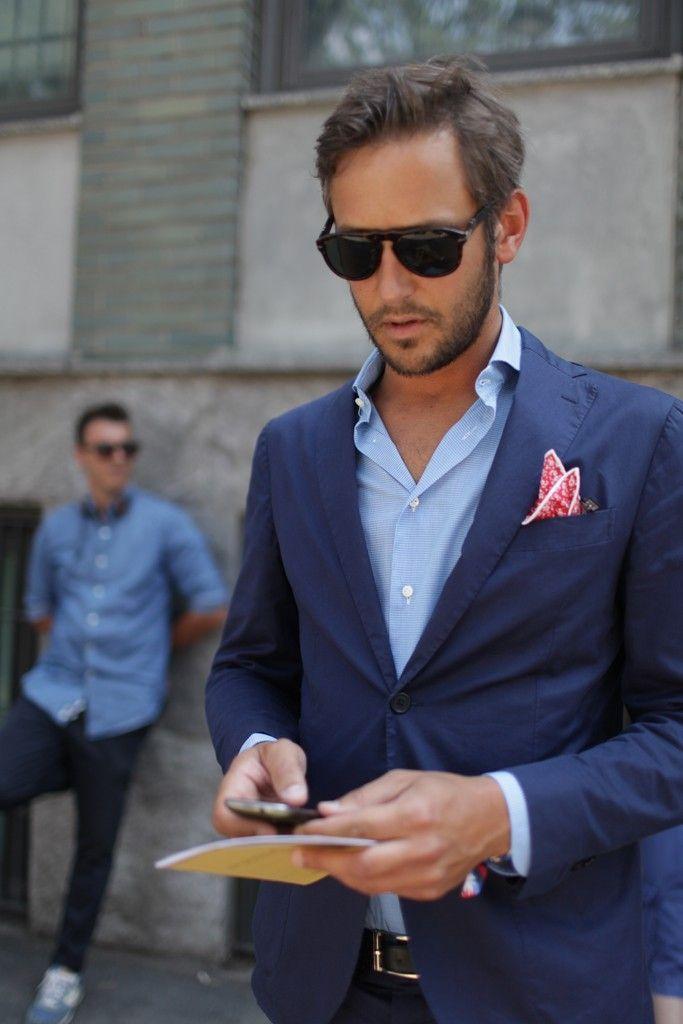 ネイビースーツに青シャツをあわせたクールビススタイル                                                                                                                                                                                 もっと見る