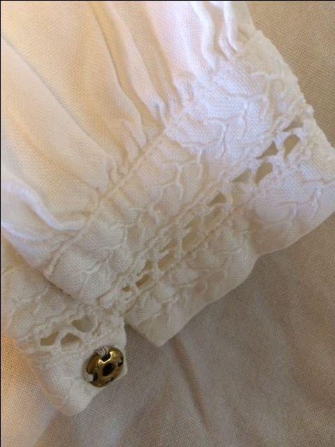 mammas gamla linne blus till Orimatilla dräkten. Kort. Jag ska inspireras av den, men sy en lång 70 år gammal.