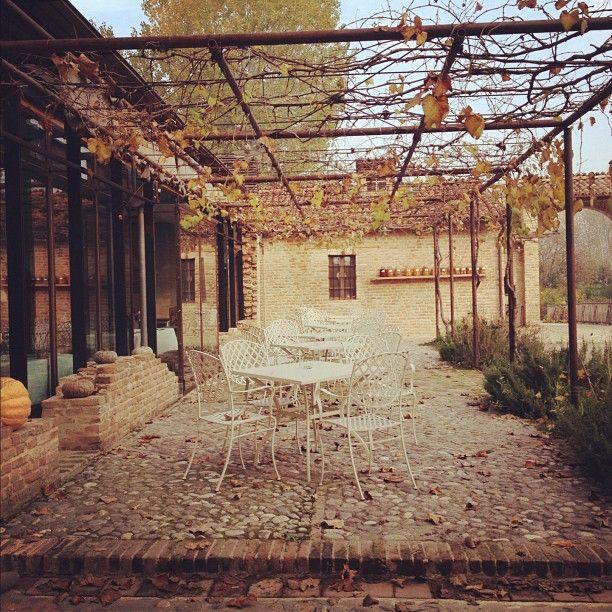 All'Antica Corte Pallavicina, dove stiamo per pranzare. Molto suggestivo - Instagram by @Sara Querzola