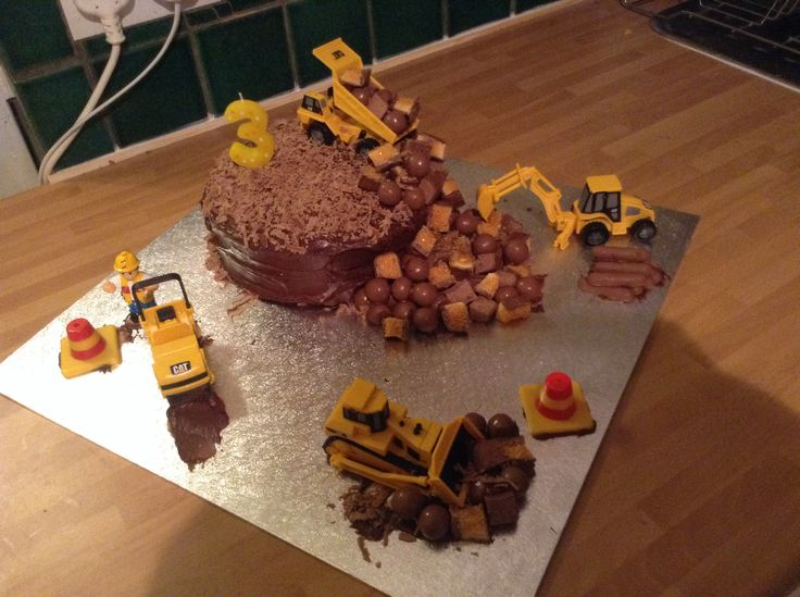 My little boys birthday cake I made digger mad!!!!! Xxxx hope he likes it xxxx