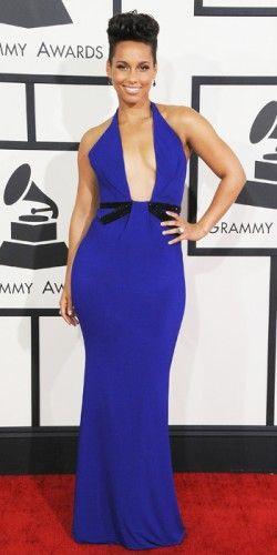 Μπλε φόρεμα με αποκαλύπτικό cleavage φόρεσε η #Alicia #Keys στην λαμπερή βραδιά των #Grammys. Η δημιουργία με τις μαύρες λεπτομέρειες έχει την υπογραφή, #Armani #Privé. #Grammys2014