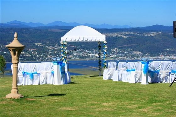 Villa Castollini overlooking the Knysna Heads has amazing views #gardenroute #weddingvenue