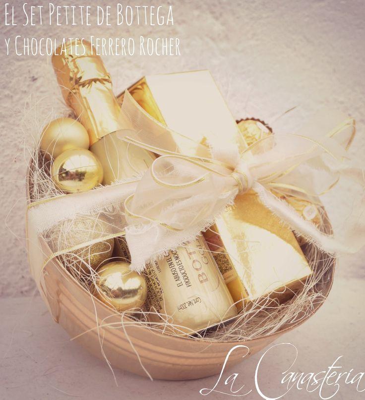 El Set Petite de Bottega y Chocolates Ferrero Rocheres un lujoso detalle con hermosa presentación y una botella pequeña de vino espumoso de Bottega Gold en una cama de esferas con una selección de…