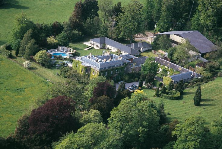 A stunning aerial shot of the #Bishopstrow #Hotel and #Spa based in #Warminster! It looks gorgeous nestled in the #Wiltshire countryside!