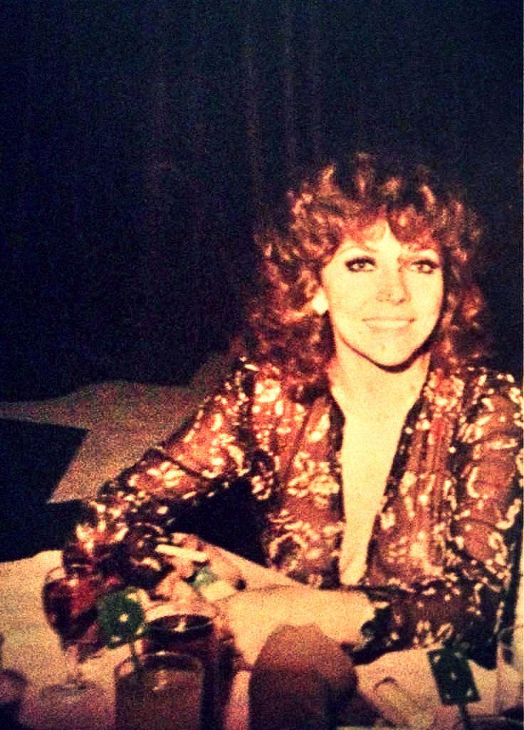Gracias a Javier Hidalgo por compartir esta foto de Verónica en un concierto de Juan Gabriel (1979). #VeronicaCastro #vrocastroficial