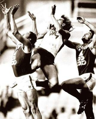 High-flying Warwick Capper for the Sydney Swans.