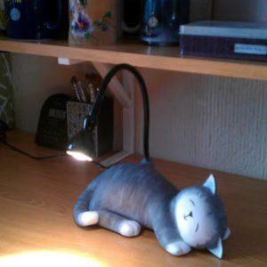 Lampada Jansjo trasformata in un gatto