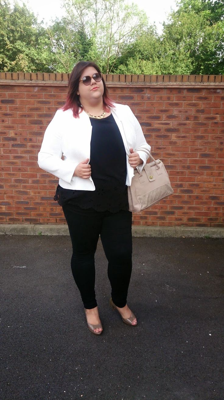 @bonmarche white jacket and my favourite black skinny jeans from @simplybe!
