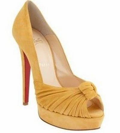 #Love the one very much  #Christian_Louboutin #High_Heel #Woman  #High Heels #2dayslook #highstyle #heelsfashion  www.2dayslook.com