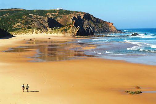 Praia do Amado - Aljezur, Algarve (Portugal). É uma praia ampla, embora não…