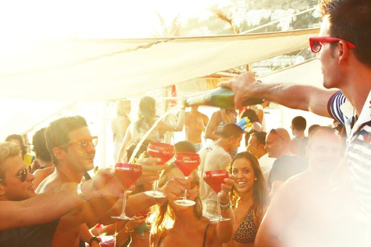 Our famous Champagne Parties at El Pirata, Costa Brava