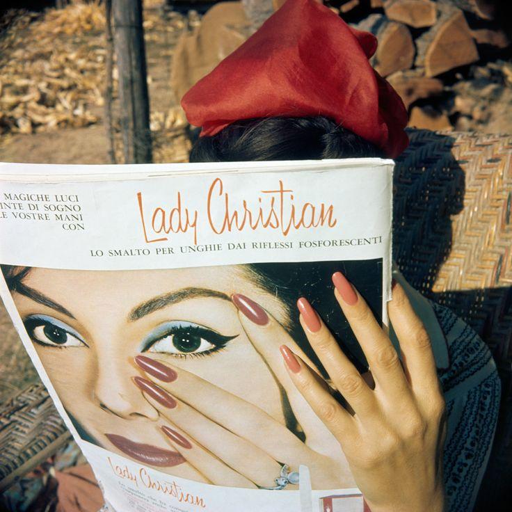 """L'exposition « Lartigue, la vie en couleurs » vient d'ouvrir ses portes à la Maison Européene de la Photographie, elle sera visible jusqu'au 23 août prochain aux côtés de quatre autres expositions : Alice Springs, Marcos Bonisson, Philippe Cometti et Dominique Quesseda et une présentation collective du """"Chat et ses photographes"""". « Lartigue, la vie en couleurs » c'est aussi un livre publié aux éditions du Seuil. Martine Ravache, co-commissaire de l'exposition avec Martine D'Astier, partage…"""