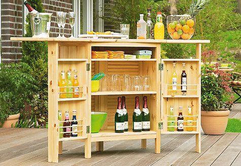 Diese Mobile Bar kann man selbst bauen. Und nach dem Cocktail auf der Terrasse kann man sie rasch zurück ins Haus tragen.