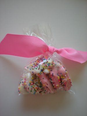 roommom27: Pink and White Animal Crackers