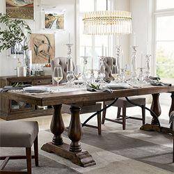 En Pottery Barn encontrará una gran variedad de finas mesas que harán de su comedor un lugar de elegancia.