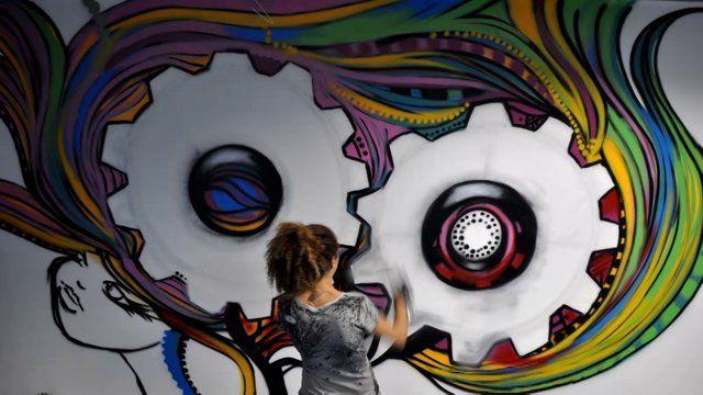 Timelapse da criação da grafiteira Crica