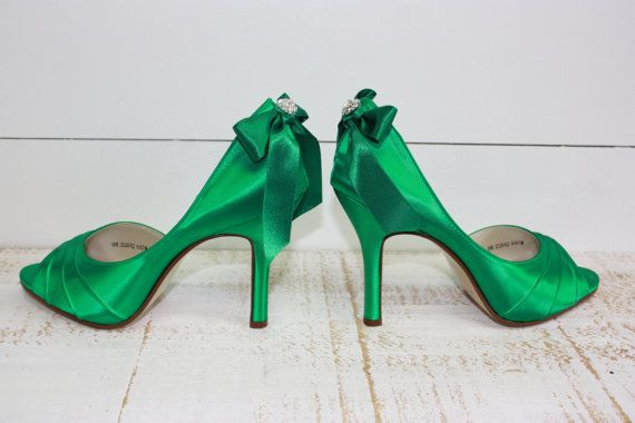 Emerald Green heels ~ adore the color but not the bows