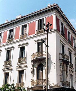 Το ξενοδοχείο ΜΕΓΑΣ ΑΛΕΞΑΝΔΡΟΣ γωνία Αθηνάς και πλατείας Ομονοίας χτίστηκε το 1889 με σχέδια του Τσίλλερ.walk in athens: ΟΔΟΣ ΑΘΗΝΑΣ