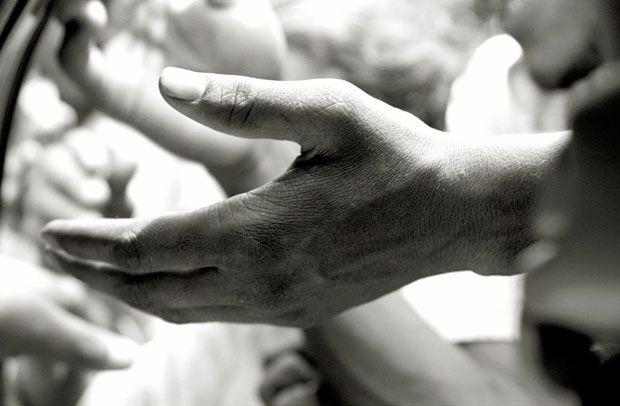 En vez de quejarte por lo que no tienes, aprovecha lo que Dios te ha dado y ayuda siempre a las personas que tienen menos. Danos like en Facebook: https://www.facebook.com/valoresparatodalavida