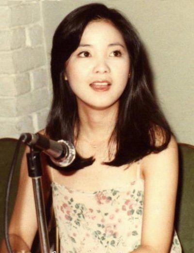 Old photo of graceful Teresa Teng